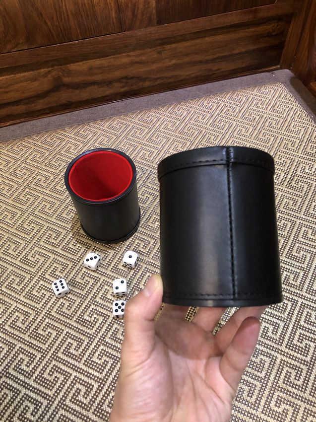 Migliore qualità e miglior prezzo Commercio estero New PU Leather Flanella Mute Dice Cup Bar Forniture per il gioco