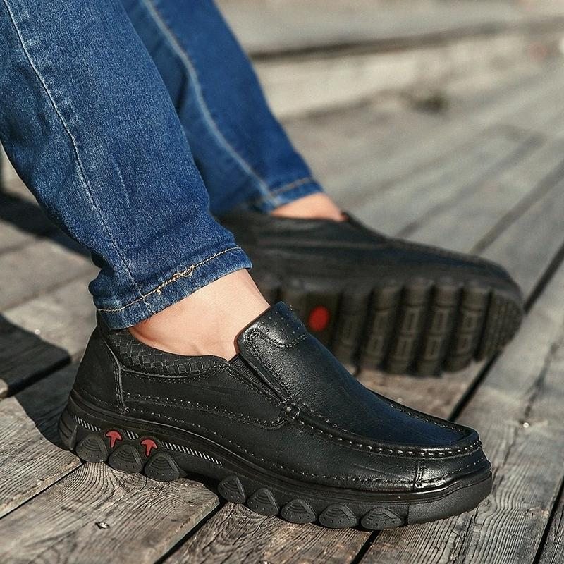 Chaussures en cuir véritables Hommes Sneakers Mocassins Mens Hommes Chaussures Casual Slip sur Cool Young Moccasins Homme Chaussures Noir Chaussures Moins Chaussures mâles # R37T