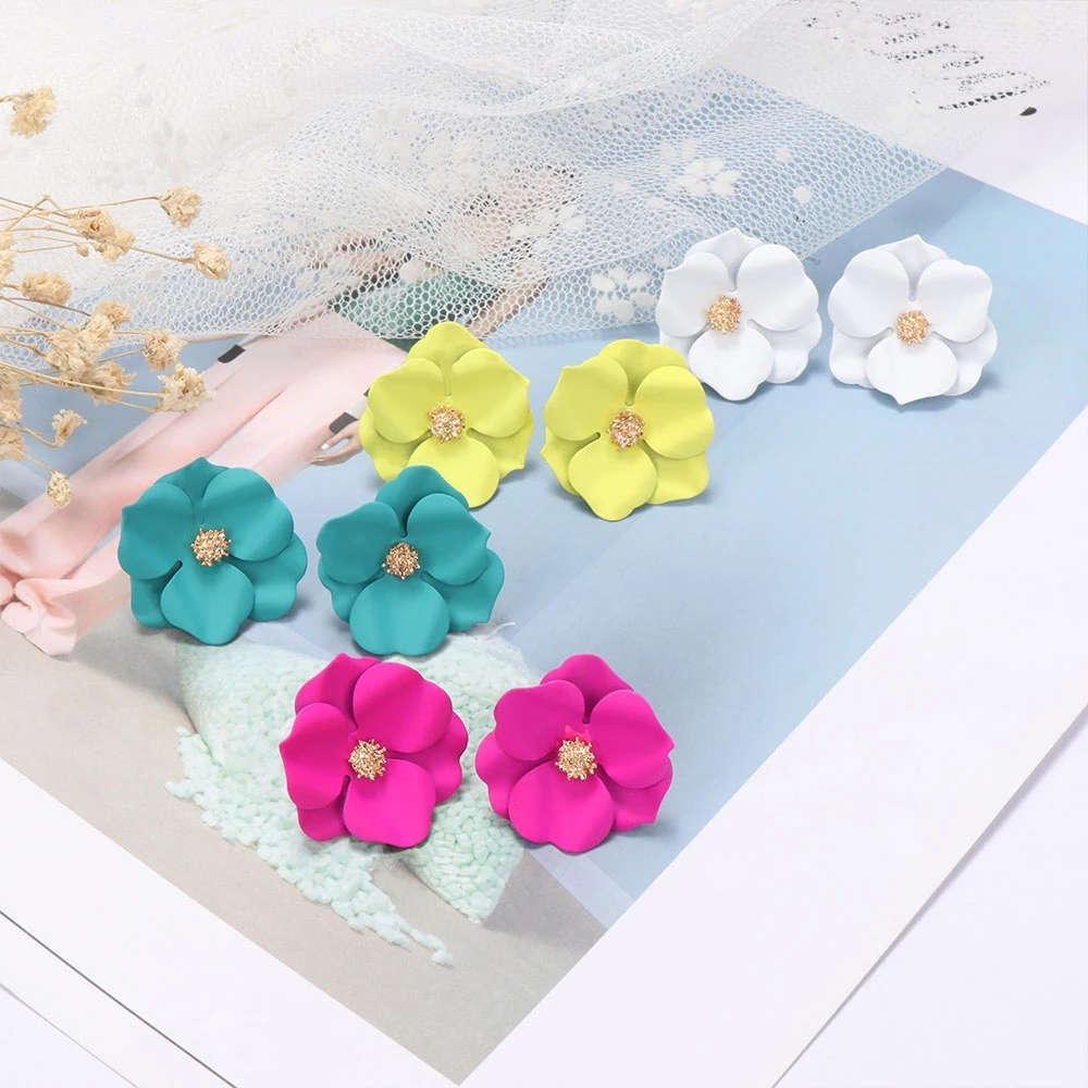 Корейский стиль Милый цветок серьги стержня для женщин Новые моды Сладкие серьги Роза белого цвета Простой стержня уха серьги Свадебные ювелирные изделия