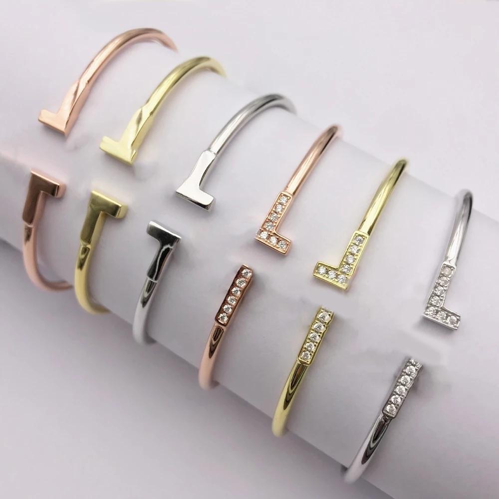 TIFF 925 Ayar Gümüş Klasik Çift T Pırlantalı Bilezik, kadınların sosyal durumlarda kullanmaları için uygundur.