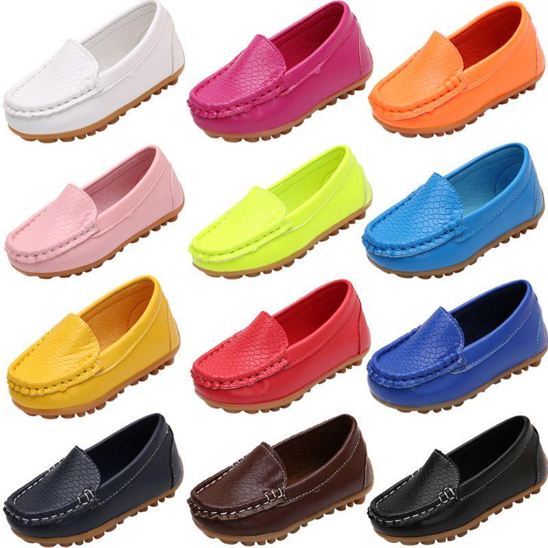 Moda Pisos niños ocasional cómodo de deslizamiento en los zapatos de cuero de la PU de las muchachas de los niños de caramelo 10 colores del mocasín de los holgazanes todo el tamaño C1005