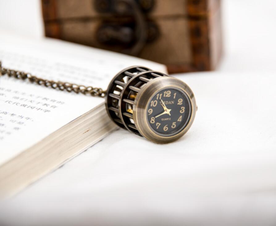 جميل هدية صغيرة الحجم شنقا ووتش 28 ملليمتر x 39 ملليمتر قفص العصافير الصغيرة الكوارتز خمر جيب ووتش قلادة الكورية سترة سلسلة الأزياء ووتش