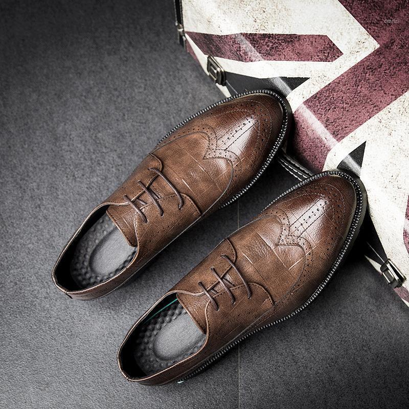 2020Fashion Mens Dress Office Кожаная обувь Повседневная вечеринка Вождение Оксфорды Обувь ручной работы Человек Винтаж Резные Брогский Flats1