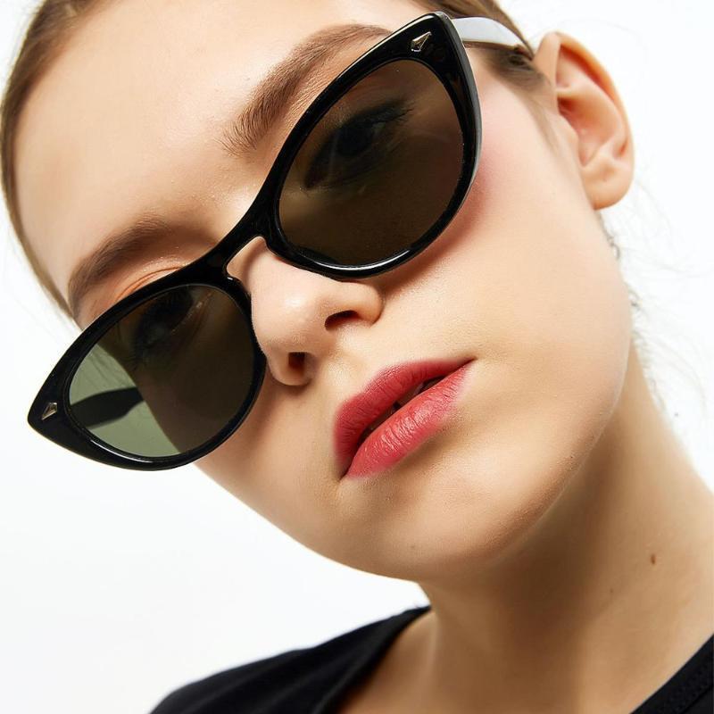 Vintage Cat Sunglasses Women Rivet Frame Small Triangle Sun Glasses Ladies Party Beach Eyewear UV400 Female Sun Shades FML