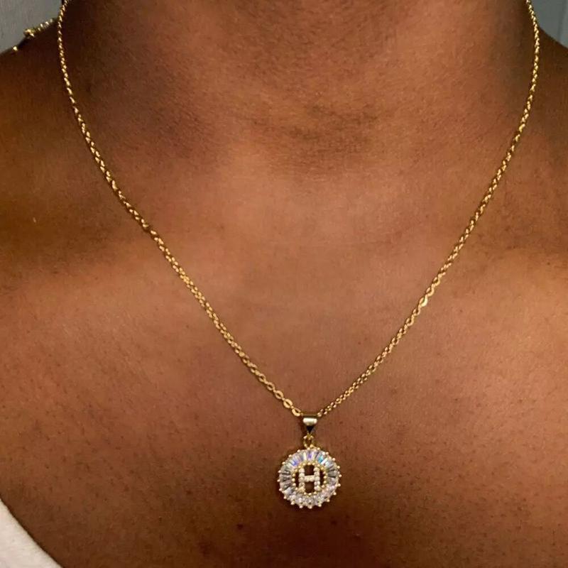 Collier de pendentif Cubic Zirconia Clear Couleur Or Couleur 26 A-Z Première Charme en acier inoxydable Chaîne en acier inoxydable Cadeau