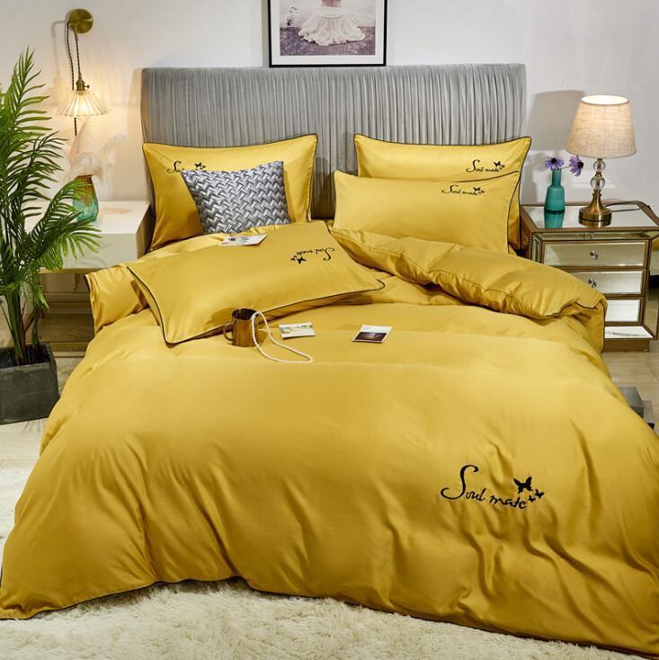 4PCS / 세트 디자이너 침구 아이스 실크 자수 직물 누비 이불 Beding 커버 베개 침대 시트 홈 섬유 럭셔리 이불 퀸 침대 세트