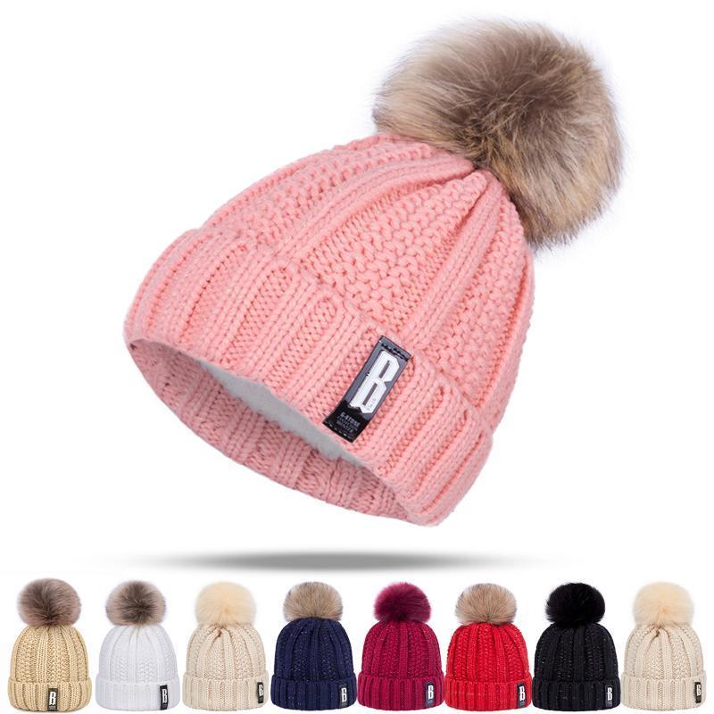 عارضة جديدة بوم بوم النساء قبعات الشتاء محبوك بيني قبعة للبنات شتاء دافئ قبعة صغيرة الاطفال الطاقيه مصمم بونيه