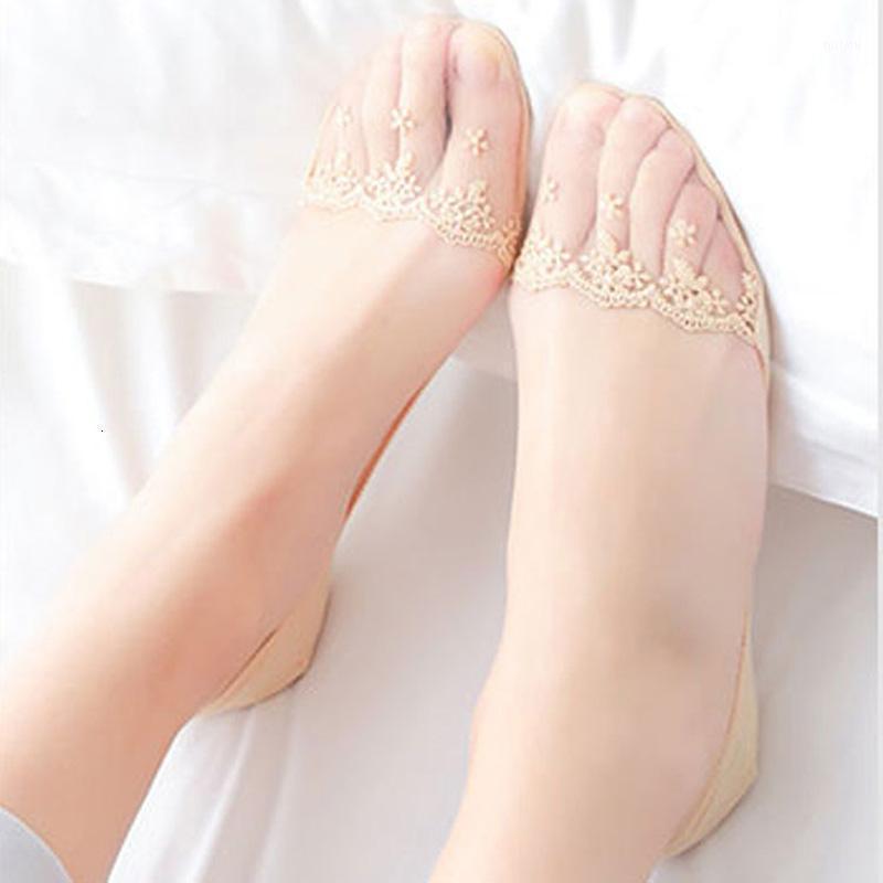 LA MAXPA Yeni Şeffaf Kısa Dantel Çorap Kadınlar Yaz Tekne Çorap Terlik Oymak Kadın Yumuşak Düşük Görünmez Ped K5201