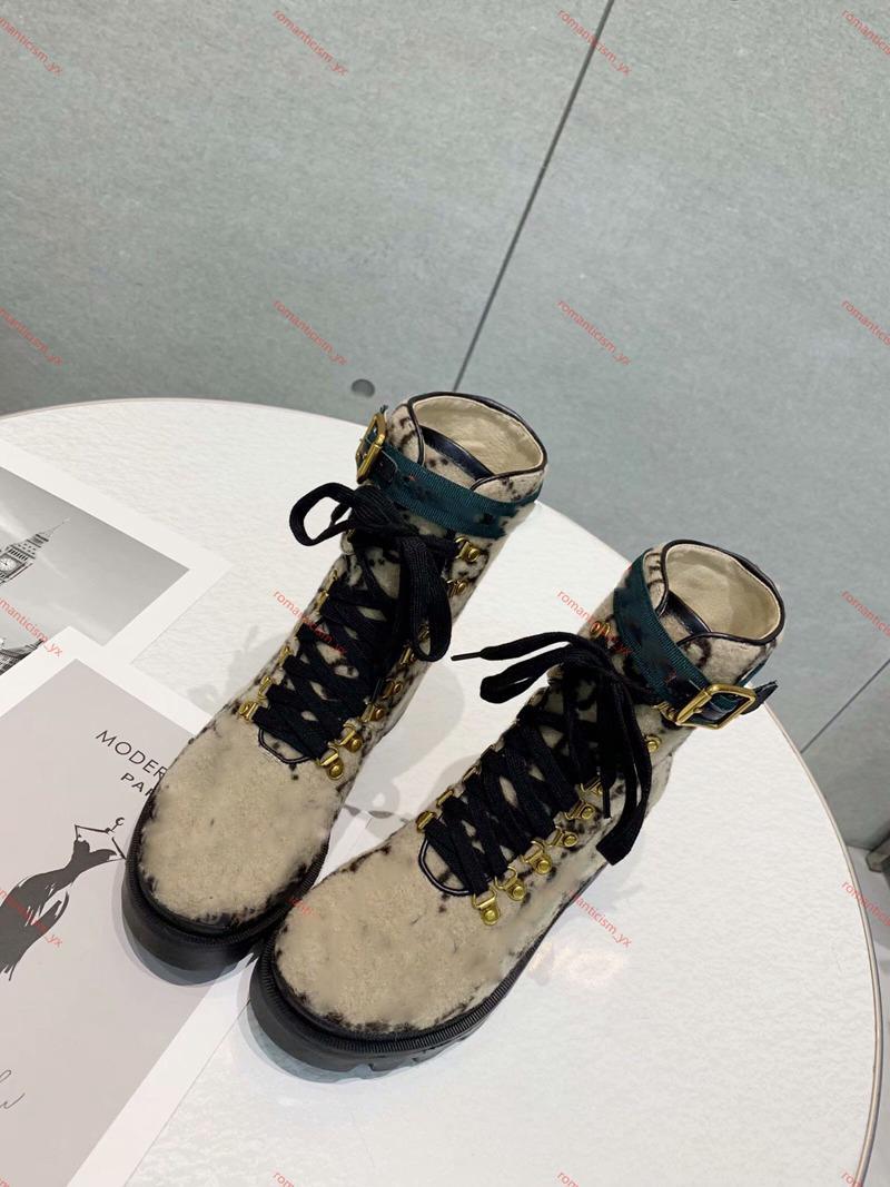 2020 الخريف الشتاء مارتن الأحذية مصمم النساء أحذية عالية الكعب رسالة الجلد المدبوغ أحذية معدنية فاخرة أزياء السيدات الأحذية قصيرة كبيرة الحجم 35-42