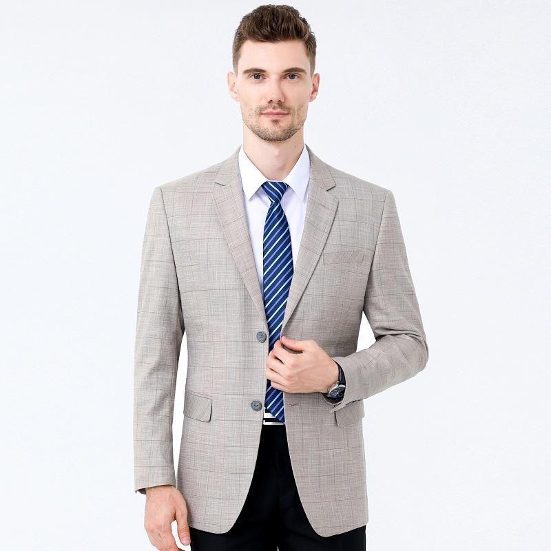 La traje individual de los hombres libres en otoño del siglo XX se adapta a Blazers