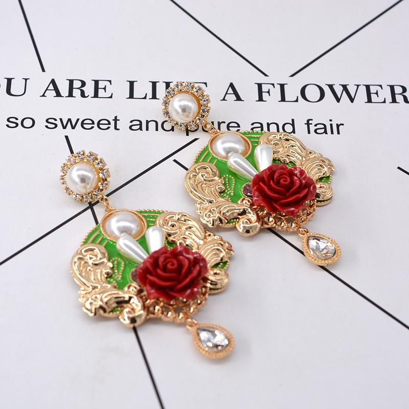 Hot Sale New Arrival Fashion Baroque Flowers Rose Rhinestone Earrings For Women Vintage Cute Style Imitation Pearl Drop Earrings For Bride G