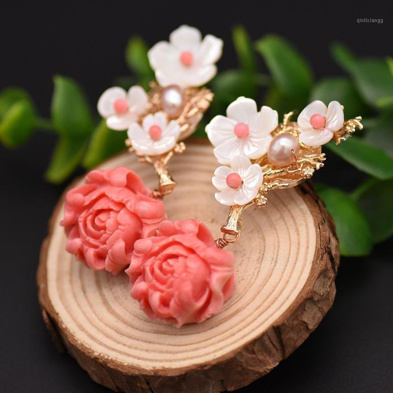 Fleur de corail rose à la main Fleur rouge Rose Dangle Boucles d'oreilles pour femmes Engagement Naturel Perle Naturelle Prestige Luxe Bijoux fine Accessoires1
