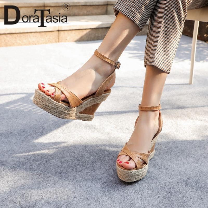 DORATASIA Ins Hot Sale Lady Summer Party Sandales Robe avec boucle cheville Sandales Femmes Chaussures ouvertes devant solide Marque Chaussures Femme
