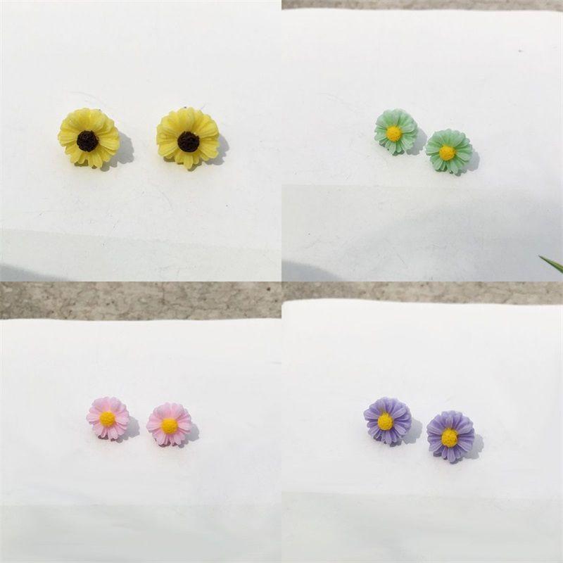 S925 Mini Daisy Boucles d'oreilles bijoux à la mode 2020 étudiants Eardrop femmes Charms oreille plaqué aiguille d'argent fermoir couleur fleur 1 2WS F2B