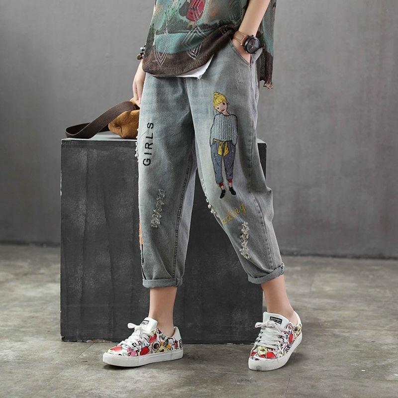 Korea Mode Frühling Frauen Jeans Cartoon Stickerei Lose Denim Harem Hosen Elastische Taille Vintage Loch Kalblangen Hosen 210202