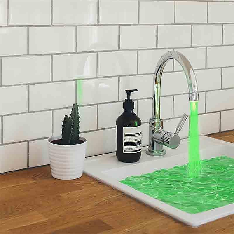 새로운 LED 야간 조명 RGB 수도꼭지 크리 에이 티브 워터 램프 샤워 램프 로맨틱 7 색 목욕 가정용 욕실 장식 조명