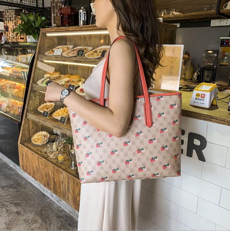 Borsa Nuova Vendita Bot Hot Portable Women Donne Regali Strawberry Tote Bag Dare Trend 2020 Grande capacità di stampa Donne Moda Amore PVC Hujlq