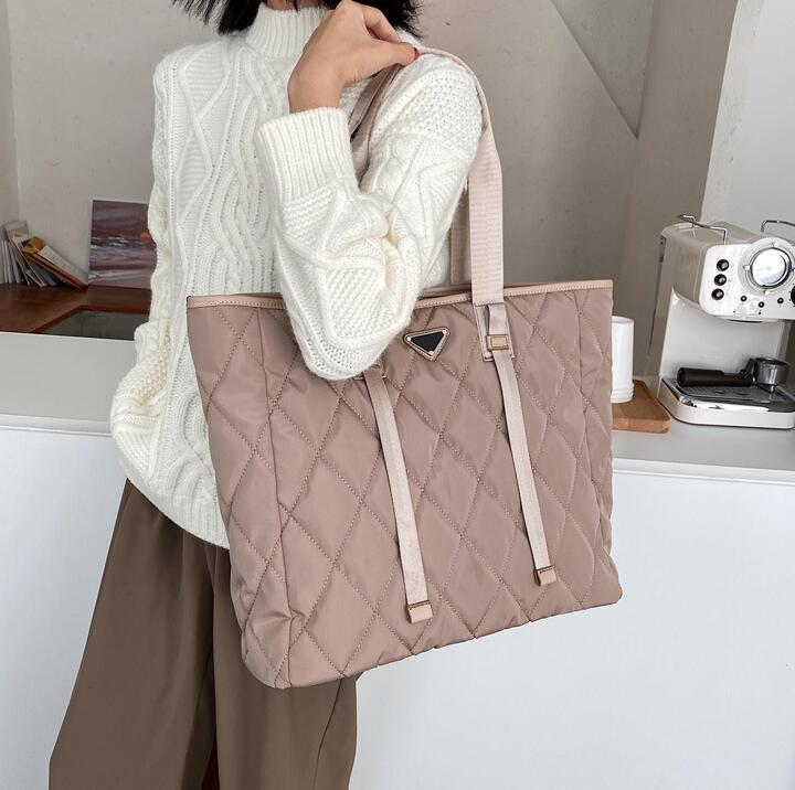 Il nuovo stile grande capacità Shopping Bags Women della borsa della signora inspissate nylon Oversize Fashion Bag Totes
