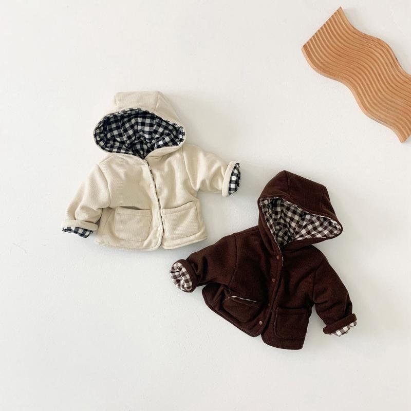 Куртки теплые зимние детские девочки мальчики пальто дети младенцев вельверская пиджака детская плед с капюшоном утолщенные пальто касакос двух боковых носок S11821