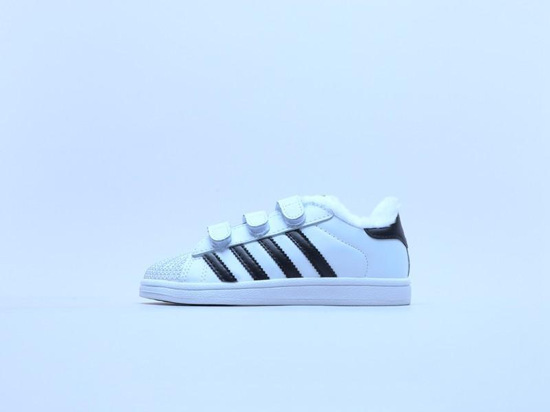 2020 niños de la moda de invierno zapatillas de deporte causales de piel niños unisex Tamaño de la carcasa top del punto bajo zapatos de las muchachas de 22-35 euros
