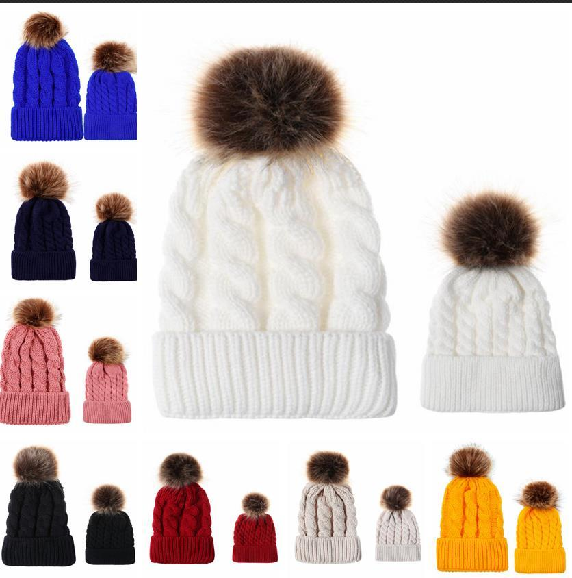Kürk topu Yüksek Kaliteli Anne Bebek Daughter / Oğul Winter Warm Bere Aile Tığ Beanie Kayak Cap ile 2PCS Veli-Çocuk Şapka Bere Isıtıcı