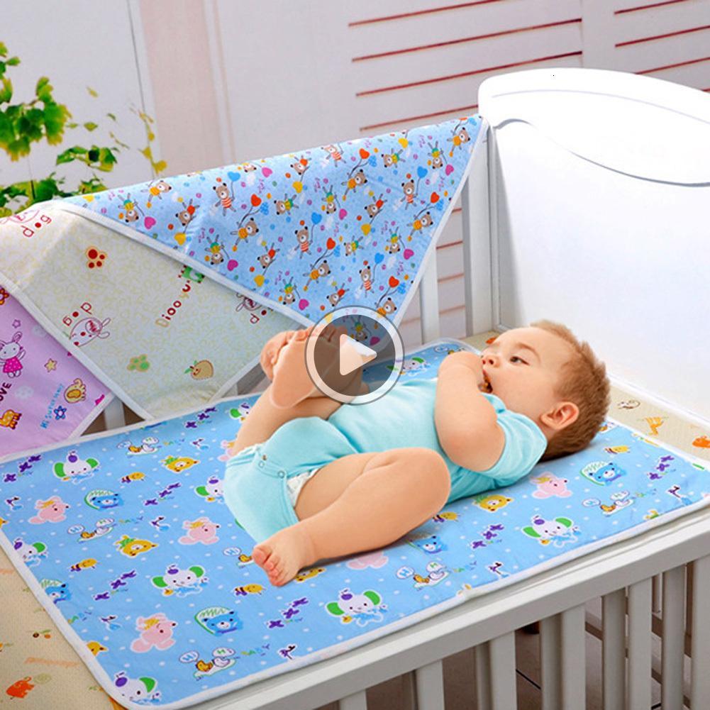 2KKM Хлопок Изменение Pad эр Портативный водонепроницаемый новорожденный младенца Подгузники Матрасы случайный цвет S / M