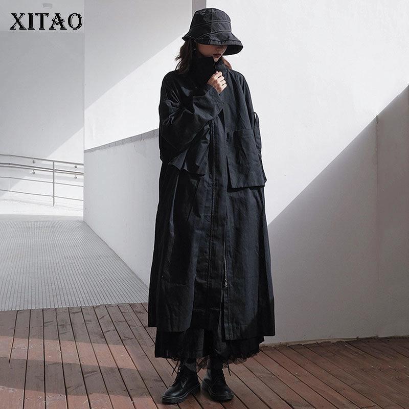 Xitao Plus Size Trench Mulheres Preto 2020 luva cheia Outono plissadas solto bolso Deusa Fan Estilo Casual Brasão elegante ZP1771 Q1107
