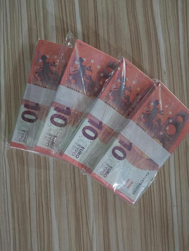 100 Billets de banque avec un paquet d'accessoires sont fabriqués par le fabricant pour simuler 10 euros de billets d'euros.