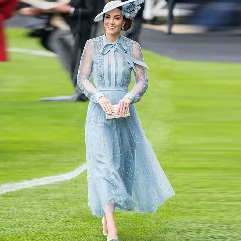 Kate Middleton 2021 Outono Nova Europa e América Módulo de Alta Qualidade Designer Fiós Dot Party Party Azul Ocasião Mulheres Q3cm