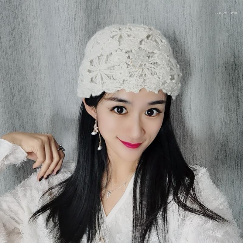 Primavera Primavera New Baotou Cap Feminino Moda Tricô Renda Fina Hat Han Edition Hollow Out Sweet Minus Idade Letters1
