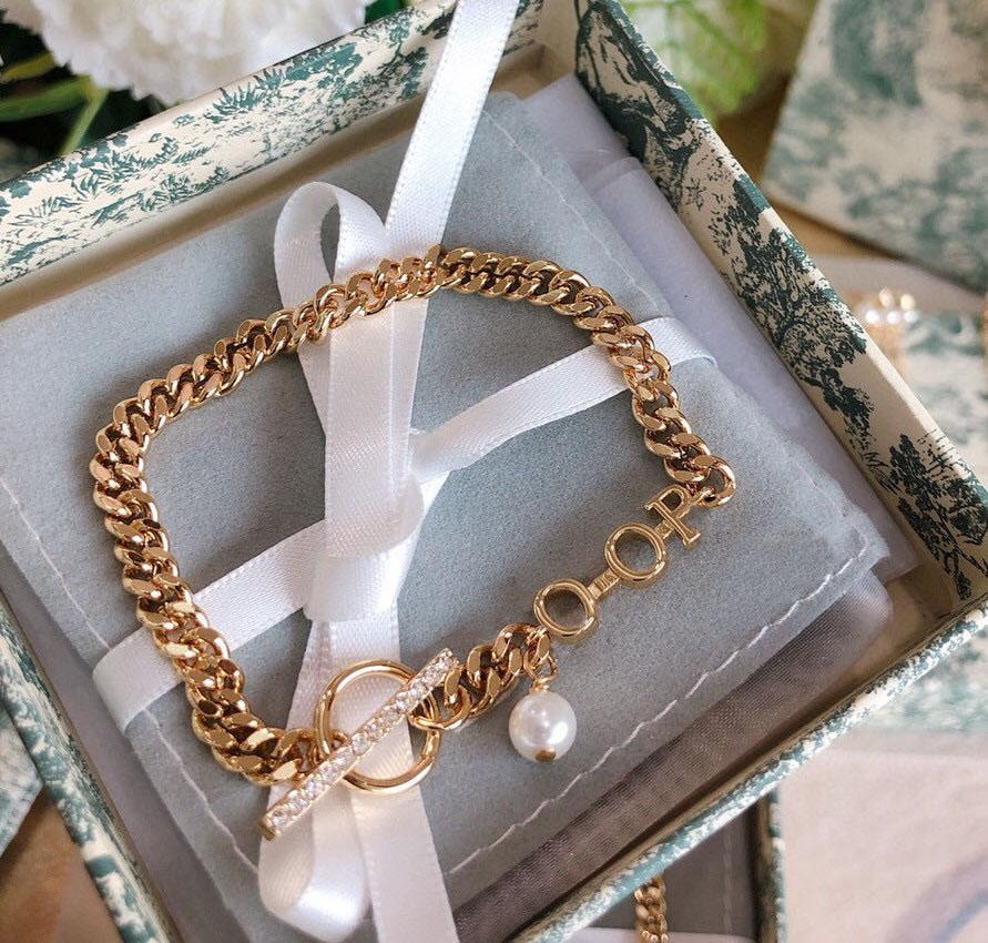 TOP SELL Fashion letter bracelet bangle for lady Women Party Wedding Lovers gift engagement Jewelry With BOX .