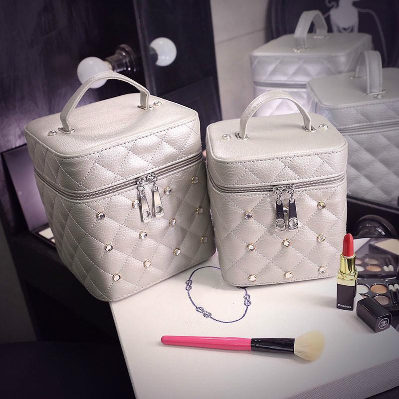 Femmes Diamond Rivets Cosmétiques Vanity Case Coque Cuir Portable Cube Sac Lavez-vous Femme Boîte de voyage Maquillage Beauty Case Luguh