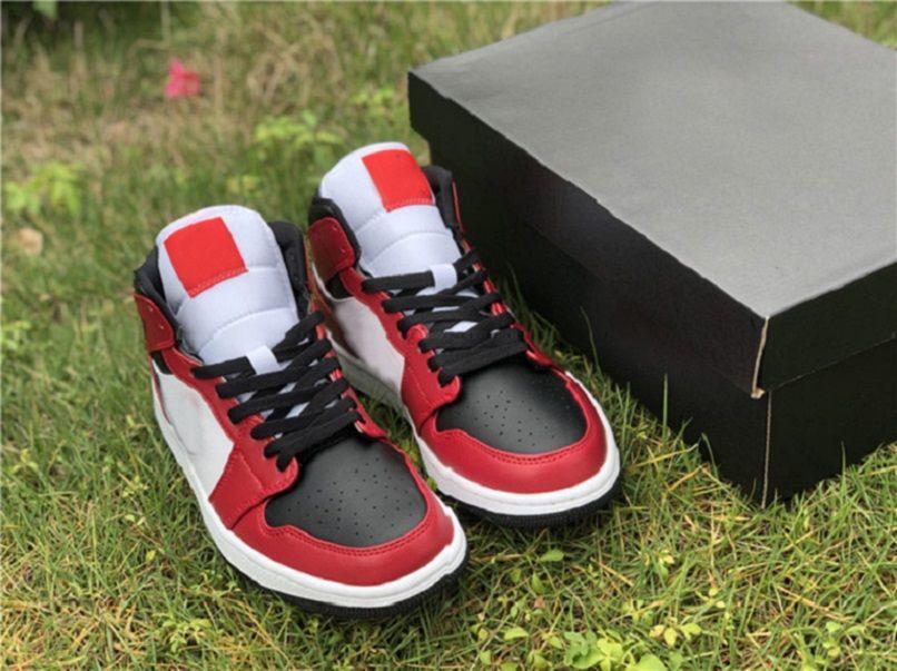 حار 2021 bred 1 شيكاغو أسود تو الاطفال أحذية للبيع مع مربع التعادل صبغة أحذية كرة السلة