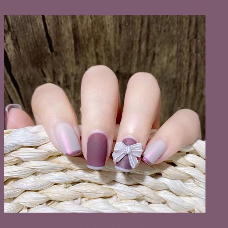 24 pz Pre Decorated Nails Dimensioni cortocircarte Testa rotonda Matte Two Color Mix Flour Manicure Patch False Acrilico Tips per unghie acrilico