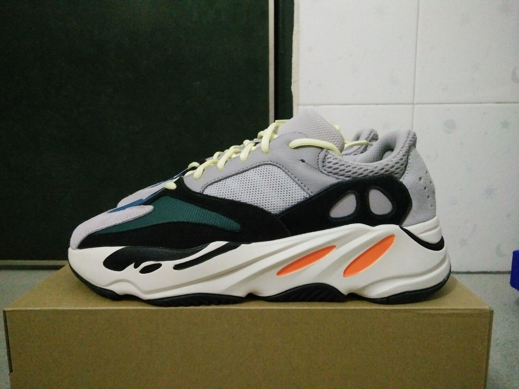 Runner للجنسين حذاء رياضة الاحذية 700 موجة عداء B75571