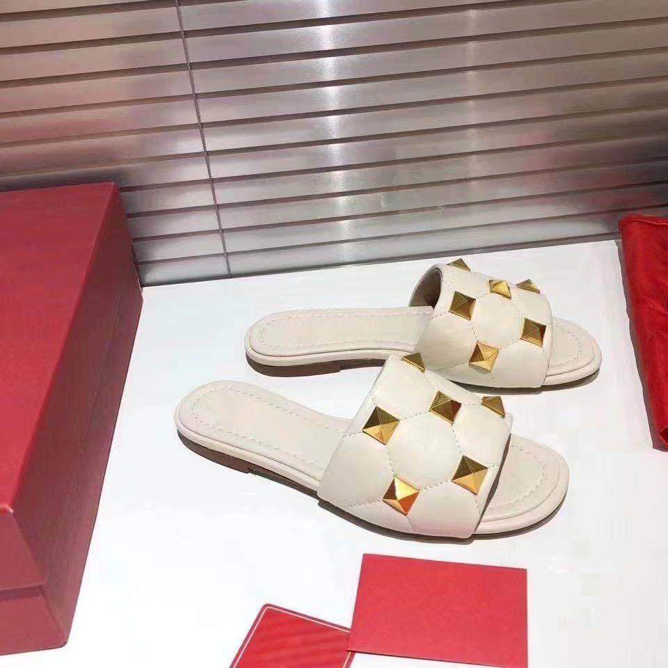 2021 Moderne Frauen Hausschuhe Sommer Mädchen Strand Hohe Qualität Komfortable Sexy Multicolor Niet Große Größe 35-41