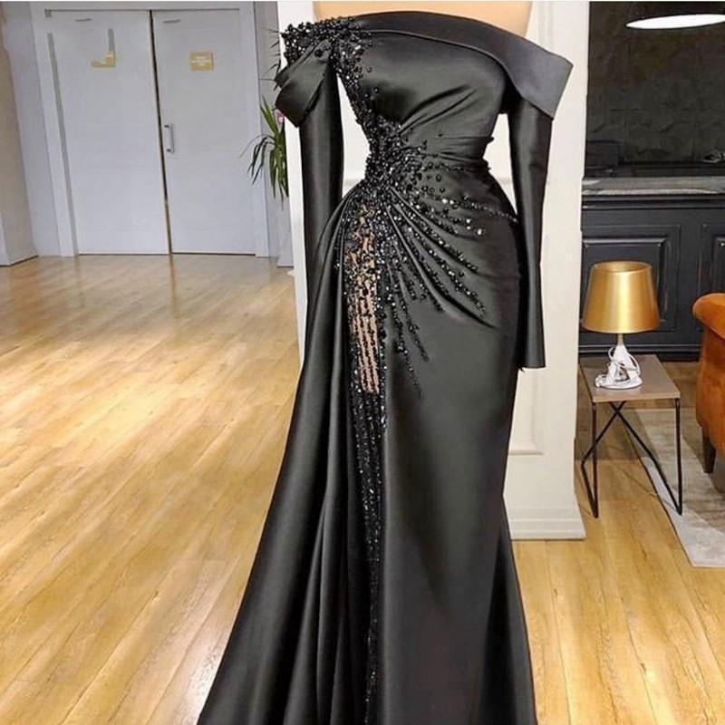 2021 새로운 섹시한 검은 인어 이브닝 드레스 착용 어깨 롱 슬리브 크리스탈 구슬 새틴 두바이 아랍 정식 파티 드레스 댄스 파티 드레스