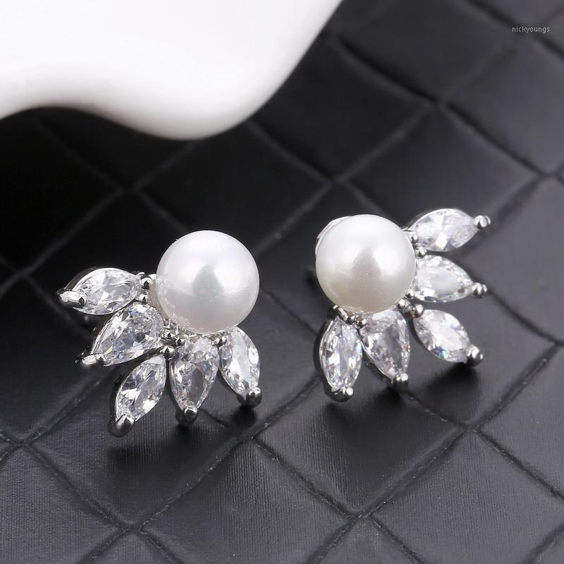 Drôle branché cubique zircone strass petit goujon mignon boucles d'oreilles pour femmes 2020 punk argent plaqué de perles de luxe bijoux en gros1