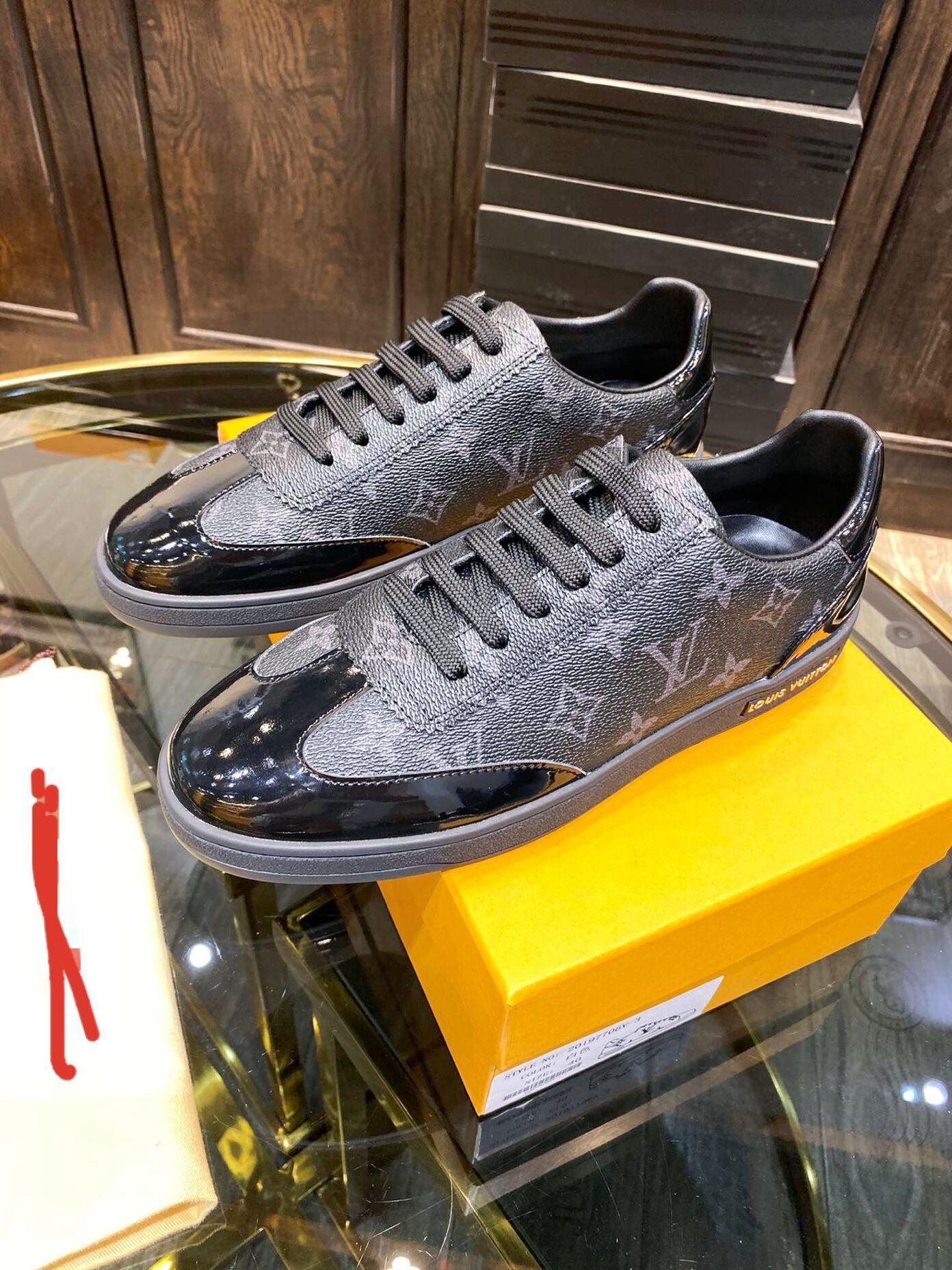 2020 Männer desinger Schuhe schnüren sie oben braun Buchstaben Mannschuhe hochwertigen Streetabschlussball Abend legerer Luxus Mens beiläufigen laufenden Schuh