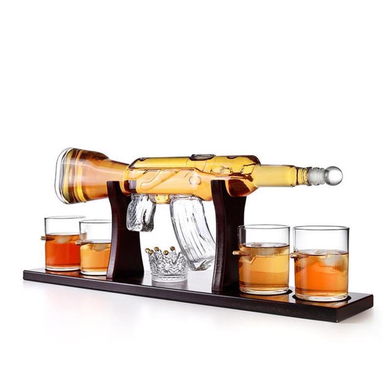 Home Verwendung High Borosilicat Getränk Ware Wine Dekanter Gun Form Flaschenglas Whisky Set mit Holzschalen- und Kugelschale Isvlo