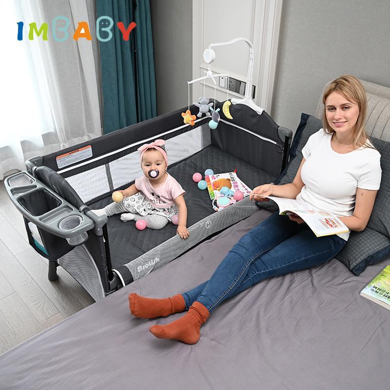 IMBaby Cama de bebé portátil con mesa de pañales Cama recién nacida multifuncional Niños Cradle Rocker Baby Cuna para 0-6 años de edad Cuna 1023