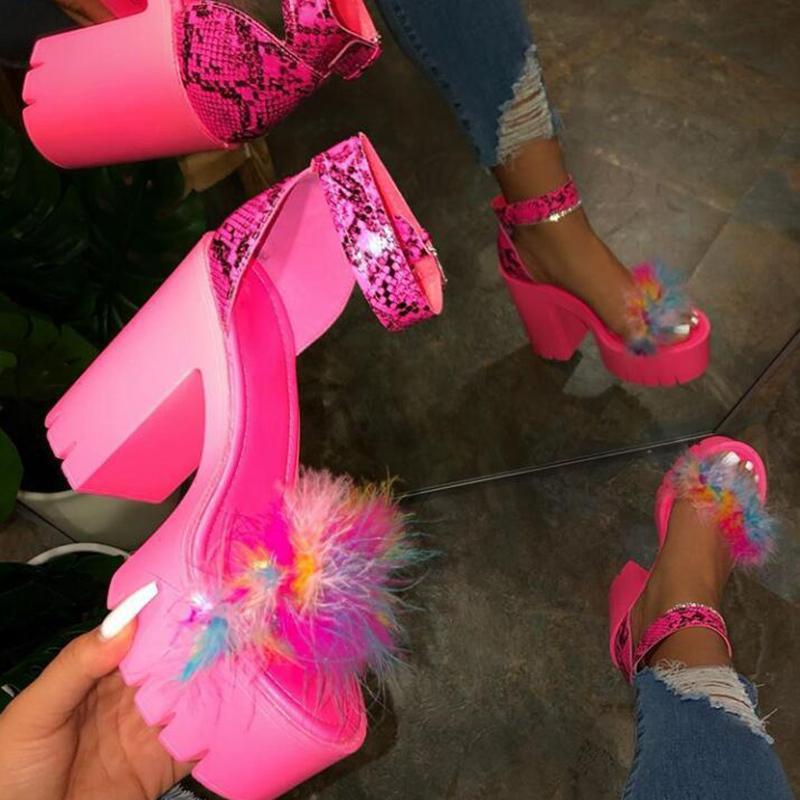 Rimocy Sexy Leopard квадратных каблуках сандалии женщин 2020 Розовый Fur лето платформы обувь женщина моды лодыжки ремень Банкет Sandalias