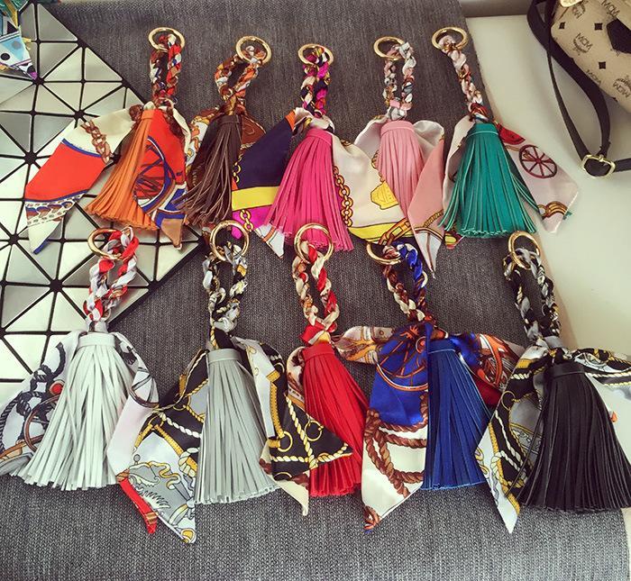 Donne di lusso Portachiavi di lusso Sciarpa PU in pelle nappa auto catena portachiavi porta anello supporto moda borsa a sospensione di fascino portachiavi accessori gioielli per ragazza regalo