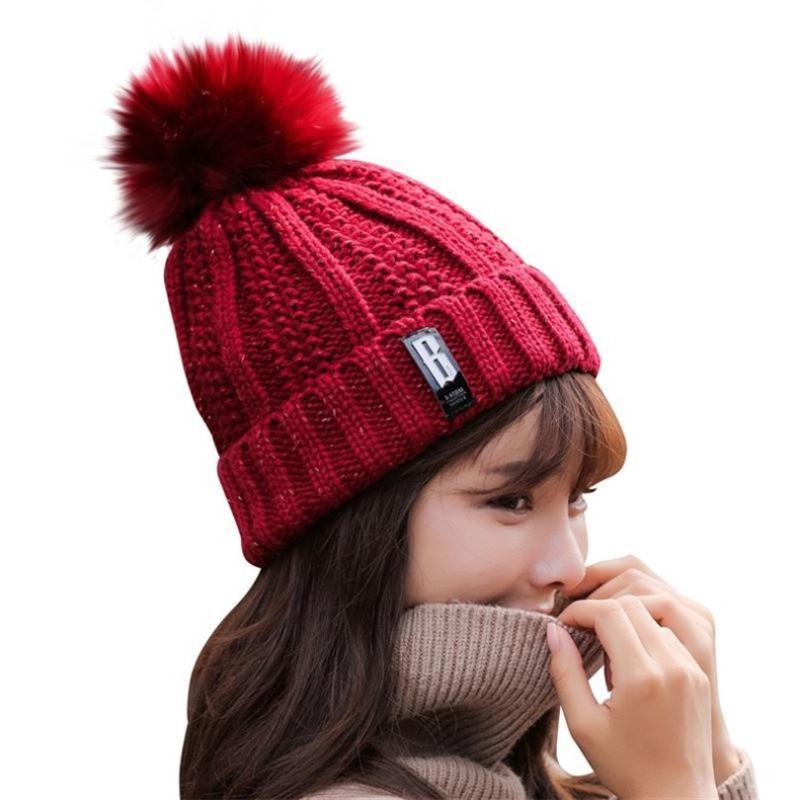 قبعة / جمجمة قبعات القيوectles محبوك بيني الشتاء الإناث skullies بوم بومس الكرة كاب فتاة قبعة متماسكة سميكة أحمر