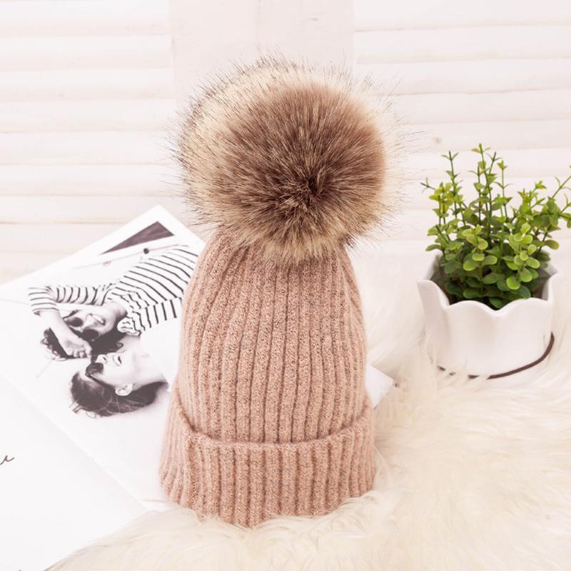 Шапочка / черепные колпачки женщины сплошные повседневные моды вязаная шляпа зима покрыта кнопка открытый плюшевый шарик защита от уха теплые мягкие подарки ежедневно Windp