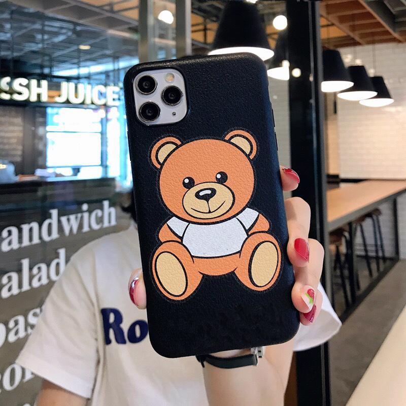 IPhone caso del diseñador oso de dibujos animados Adecuado para Iphone11pro Max caja del teléfono móvil Xs / Cuero xr 7p suaves 8plus casos modelos femeninos al por mayor