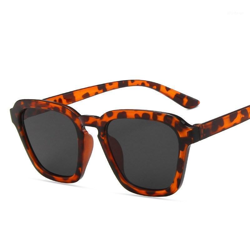 Солнцезащитные очки 2021 старинные моды женщины сексуальные ретро солнцезащитные очки дизайнер бренда красочные очки для женщин1