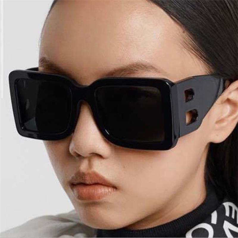 Plaza Nuevas gafas de sol de gran tamaño Hombres 2021 Moda Sombras de diseñador populares para las mujeres Big Frame Glasses Street Eyewear UV400