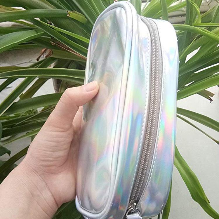 La borsa cosmetica portatile tiene il pupatore luminoso