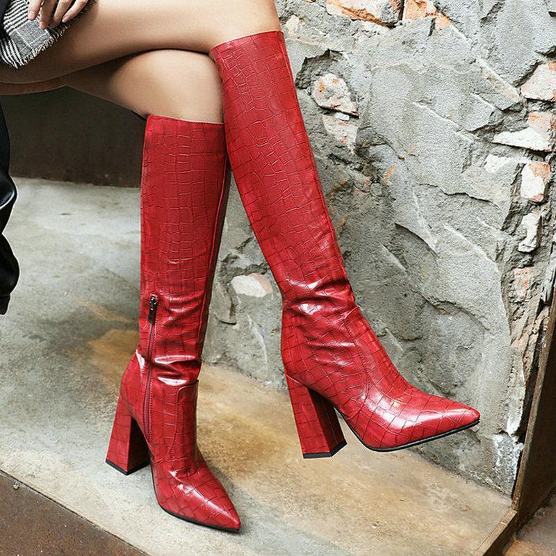 2021 Новая искусственная кожа Женщины колено высокие сапоги Toe Остроконечные площади Высокий каблук Женская Длинные Загрузочный камень шаблон Женская обувь Черный Красный
